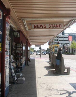 Paras News Stand